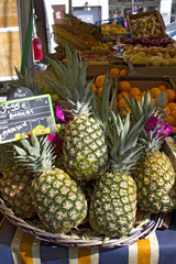 marché ananas Pineapple at the market paris1