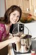 Frau  in Küche kocht
