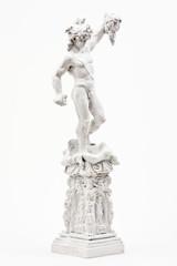 weisse Statue von Perseus mit geköpfter Medusa