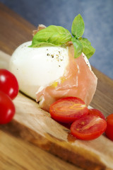 mozzarella with parma ham, tomatoes and basil