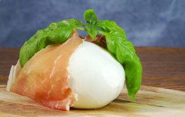 mozzarella with parma ham and basil