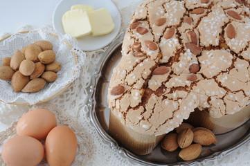 Colomba classica di Pasqua con mandorle burro e uova
