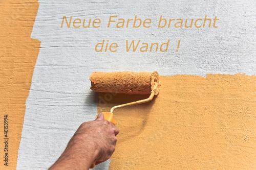 die Wand wird gestrichen
