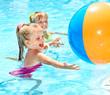 Leinwanddruck Bild - Children swimming in pool.