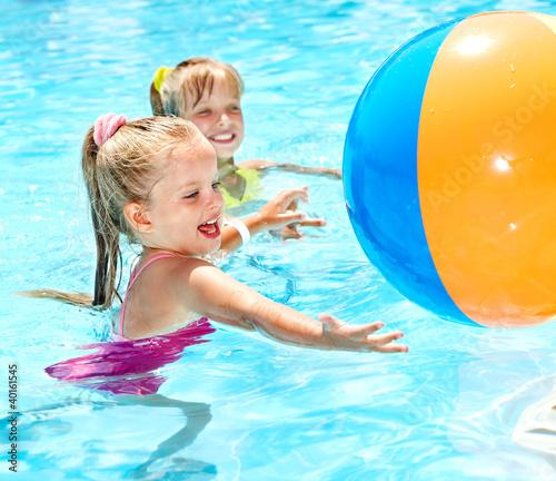 Leinwanddruck Bild Children swimming in pool.