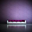 Wohndesign - Sofa vor lila Wand