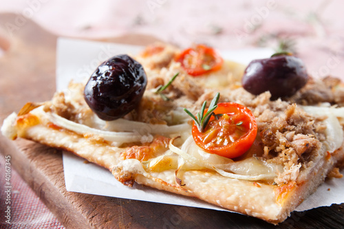 pizza with onions, tuna, tomatoes and olives