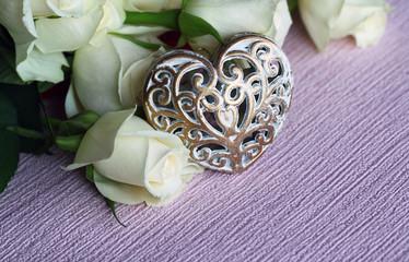 Weisse Rosen mit Herz