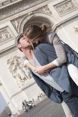 Les amoureux aux champs Elysées - Paris