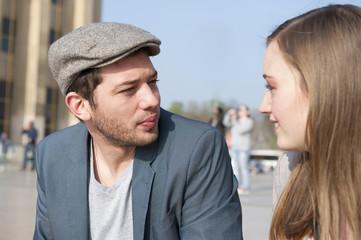 Promenade d'un couple sur la place du Trocadéro - Paris - France