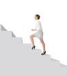 Jeune femme montant des escaliers
