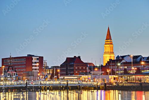 Leinwanddruck Bild Kieler Hafen am Abend