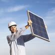 Ingenieur empfängt Solarenergie