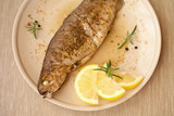 pstrąg pstraga tusza cała ryba smażalnia cytryna zioła poster