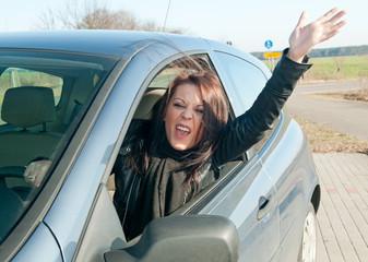 wütende autofahrerin