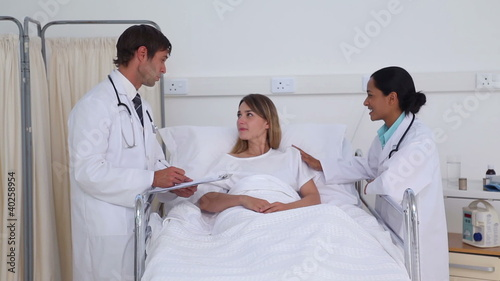 Doctors talking to a female patient