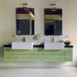 bagno moderno con mobile laccato verde