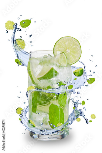 Staande foto Opspattend water Fresh mojito drink with splash spiral around glass.