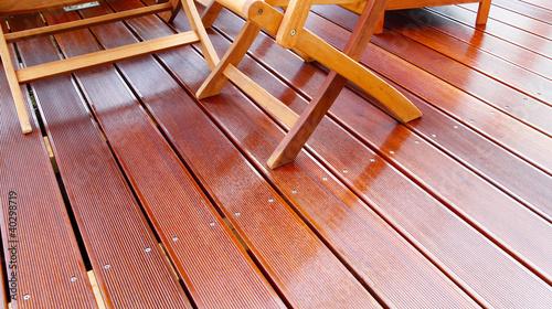Leinwanddruck Bild Holzmöbel auf geölter Bangkirai Terrasse
