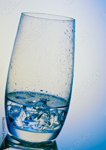 Glas eiskalten Wassers