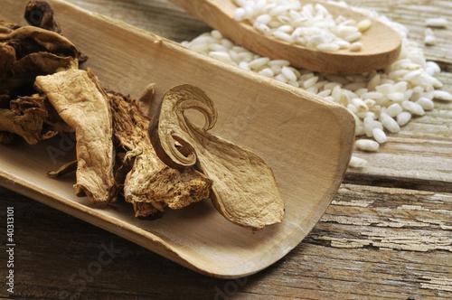 Leinwanddruck Bild Funghi secchi Dried mushrooms