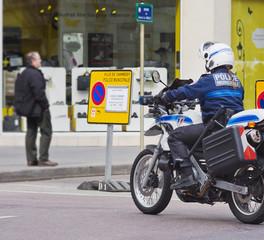 motarde,motard,policière,police,moto,matraque