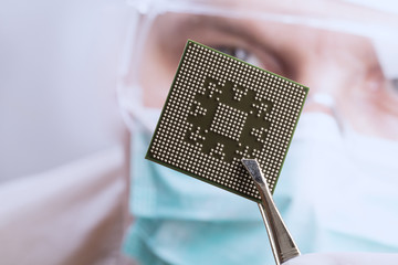 Examining a microchip