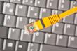 PC-Tastatur und Lan-Kabel