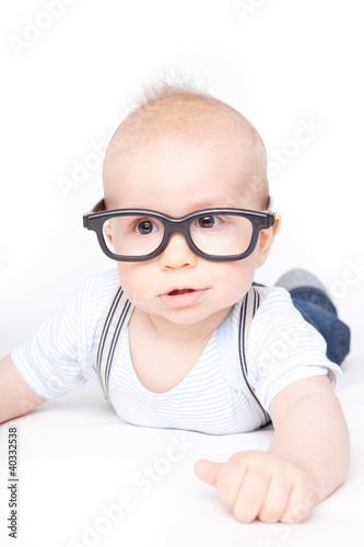baby mit brille 2