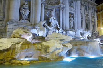 Trevi fountain at nigth