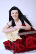 Junge Frau mit E-Gitarre