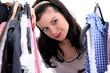 Junge Frau beim Einkaufsbummel