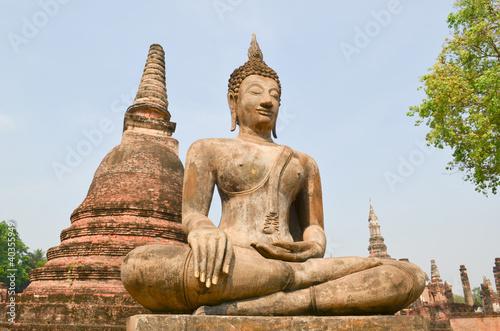 Un bouddha au site de Sukhothaï