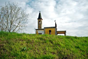 Chiesa sull'argine color image