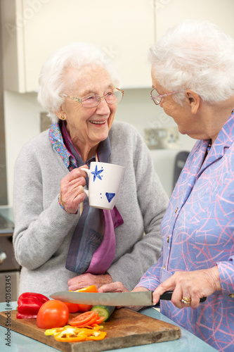Papiers peints Table preparee Senior women preparing meal together