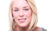 portrait von jungen schönen blondine