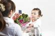 母の日子供から母へ花をプレゼント
