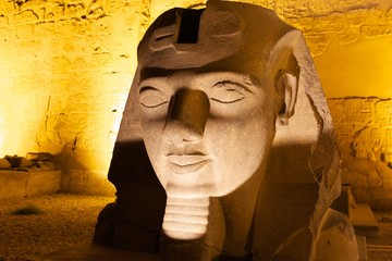 Ramses Kopf vor dem Luxor Tempel