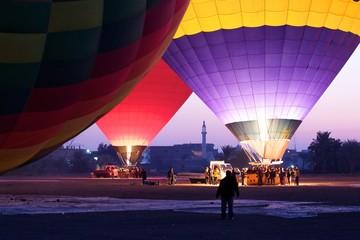 Ballonvorbereitung am frühen Morgen