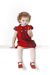 Niña con vestido rojo