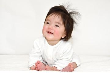 うれしい顔の赤ちゃん C