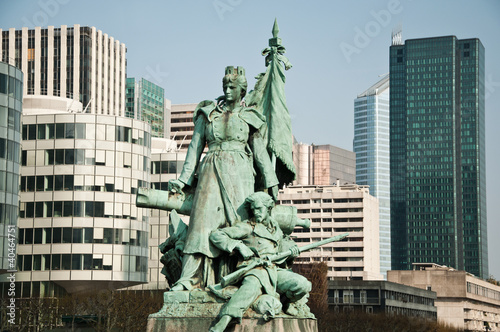 statues esplanade de la défense à Paris