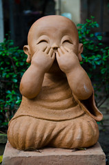 sculpture speak no evil