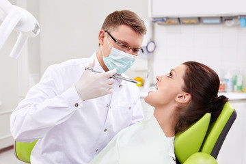 The dentist makes an injection at the clinic