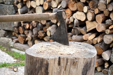 Ascia e legna