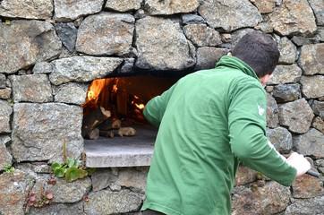 Preparazione forno a legna
