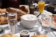 Leinwanddruck Bild - Reichhaltig gedeckter Frühstückstisch