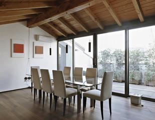 moderna sala da pranzo con vista sul terrazzo