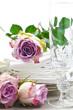 Festliche Tischdekoration mit Rosen