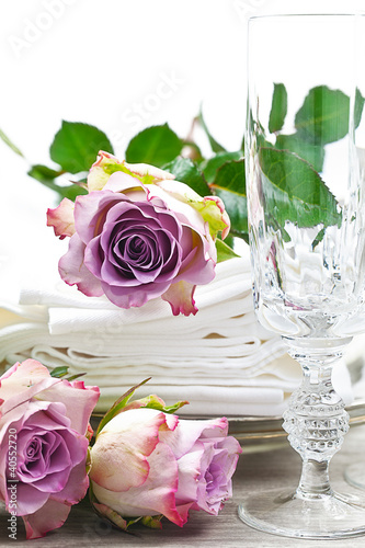 Festliche tischdekoration mit rosen stockfotos und lizenzfreie bilder auf bild - Tischdekoration mit rosen ...